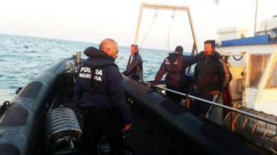 barcos-espanhois-apanhados-pela-PolC3ADcia-MarC3ADtima-1024x576